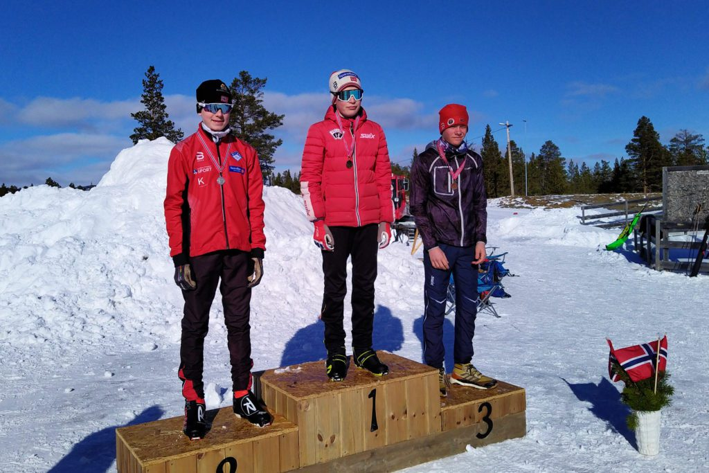KRETSMESTER: Ole Einar Nøkleby Brendryen gikk til topps på pallen og ble kretsmester i skiskyting denne helga. På andreplass endte Caspar Stai, Kvikne IL, og på tredje Jon Storhaug Eide, Vingelen IL.