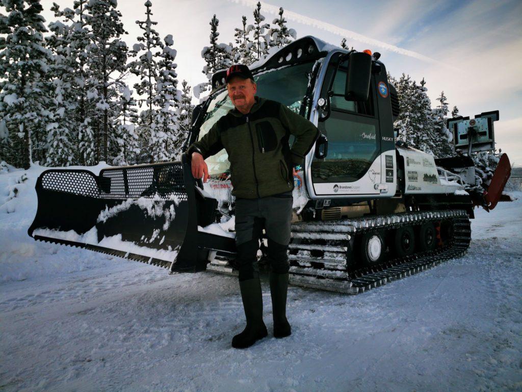MANGLER SNØ: De siste dagene har det forsvunnet mye snø fra løypenettet til Folldal Turlag. Likevel klarer Gurin Edvard Hoel og de andre løypekjørerne stort sett å holde løypene åpne. I hvert fall de mest populære nå i vinterferien.