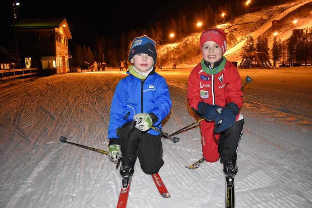 """SKILEK: I slutten av mars kommer """"Barnas skileker"""" til Folldal. Arrangementet er åpent og gratis for alle barn under 10 år. Her er Ivar og Iver fotografert under et vanlig skirenn i Stormoegga."""