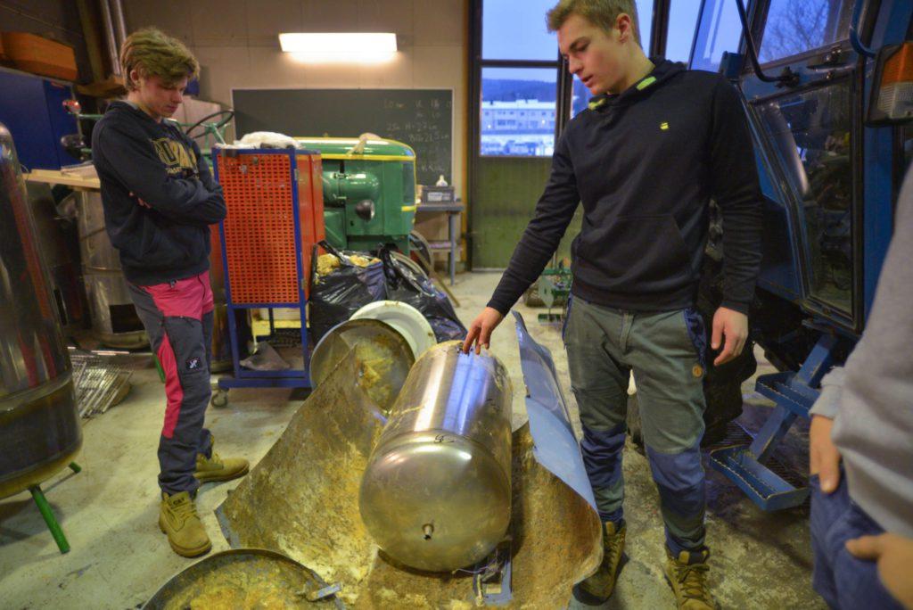 BLIR NY: Kolbene på gamle varmtvannsberedere får nytt liv når Gutta i røyken UB slår seg løs. Foto: Liv Maren Mæhre Vold
