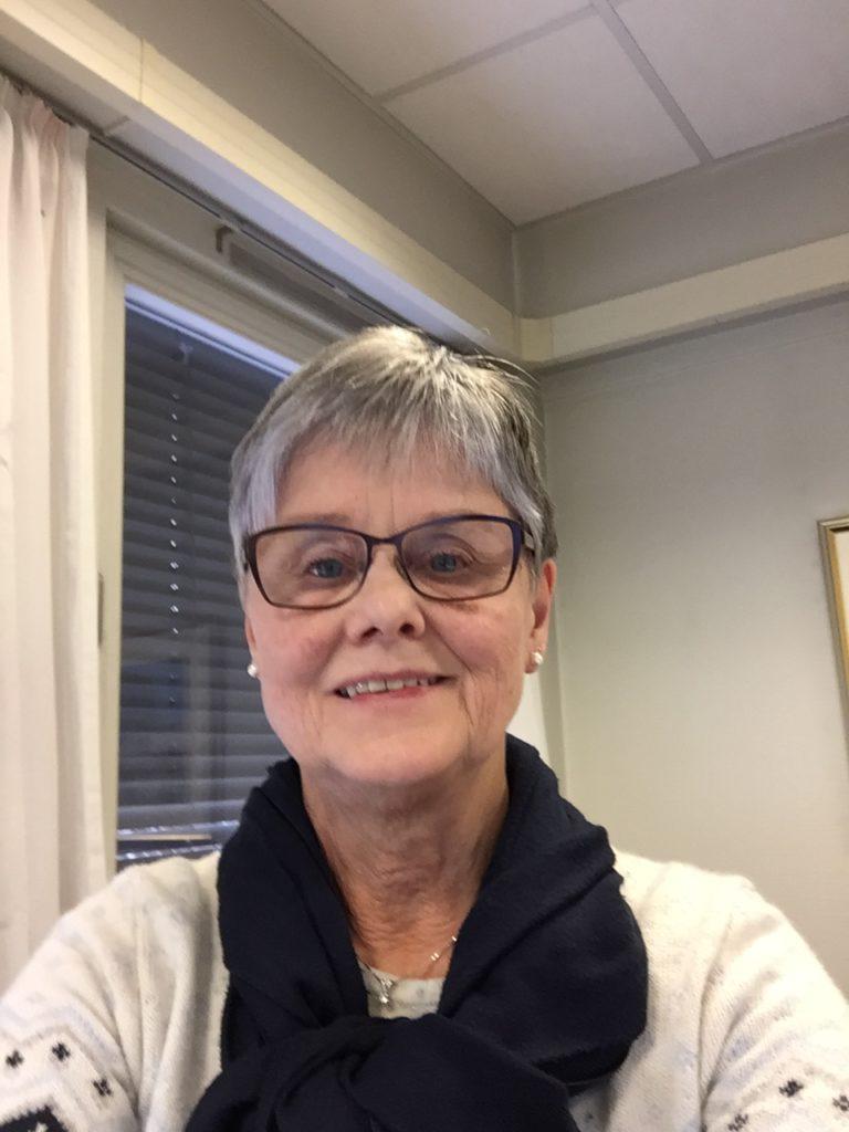 POSITIV: Eva Tørhaug innrømmer gjerne at 2020 vært et merkelig år, men hun nekter å la pandemien gi henne en negativ holdning til hverdagen. I stedet setter hun mer pris på de små tingene i livet.