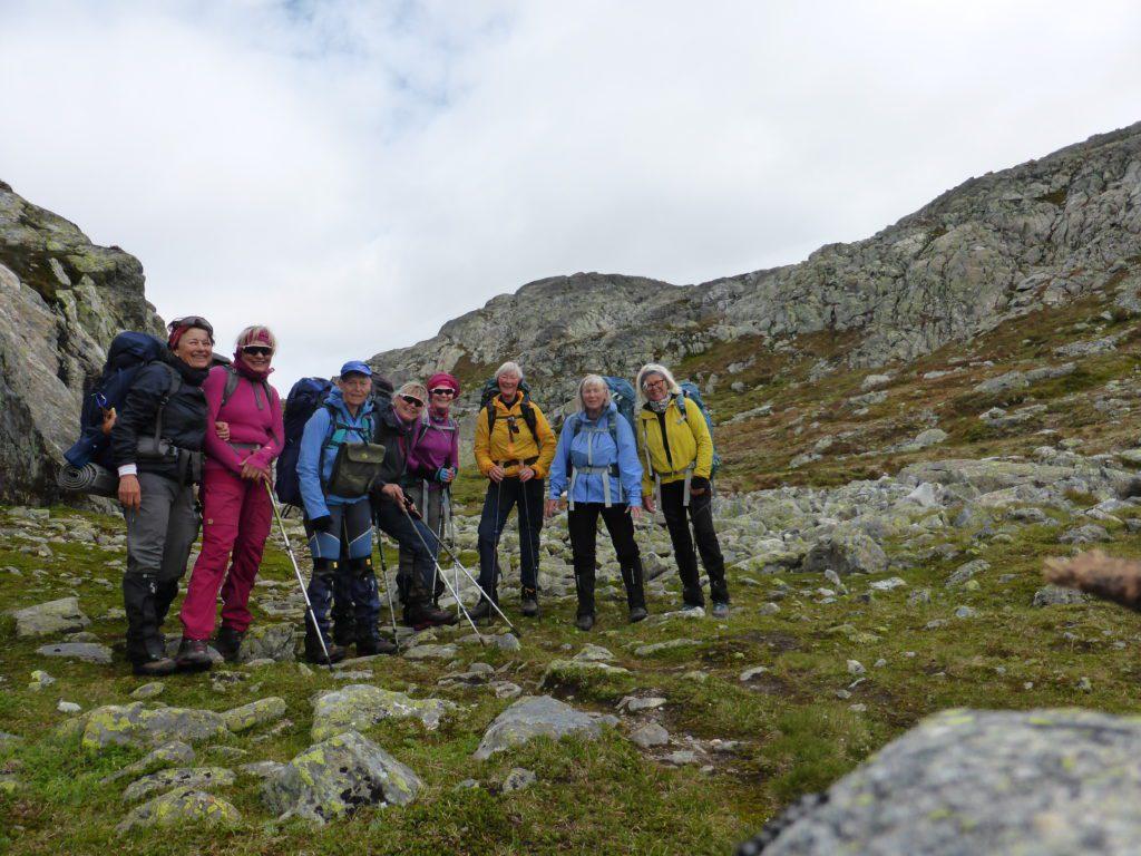 DELTAKERNE: Her ser du deltakerne som skal gå etappen fra Otta til Glåmos. Fra venstre: Bodil Kråkvik, Kristin Rønning, Nina Heilemann, Turid Singsås Rønning, Kirsten Hagen, Gunhild Løkken, Anne Lise Wold og Martha Berge
