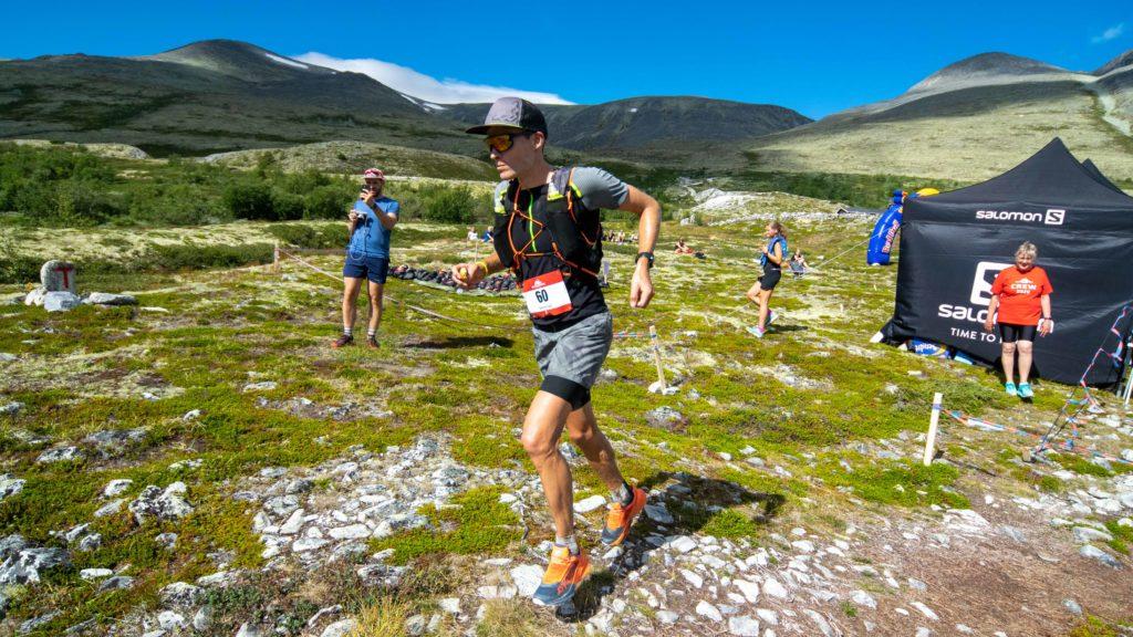 FULLTEGNET: Årets Rondane 100 er fulltegnet, og flere står på venteliste. Hele 13 forskjellige nasjonaliteter er representert blant de påmeldte. Bildet er av Sebastian Krogvig, som deltok på fjorårets løp. Foto: Lars Vingelsgård.