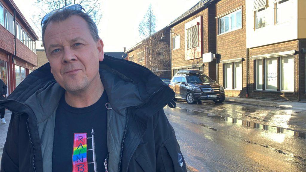 PÅ GAMLE TRAKTER: Terje Meisingseth er den nye selgere i PTH A/S. Foto: Trond Findahl